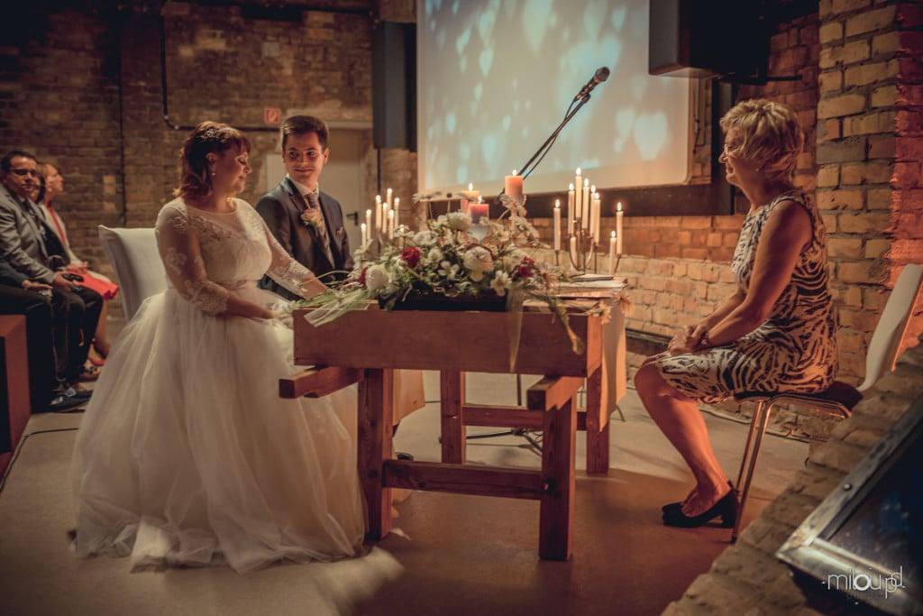 Brautpaar in Love Janek und Denise - Hochzeitsfotografie - Hochzeit