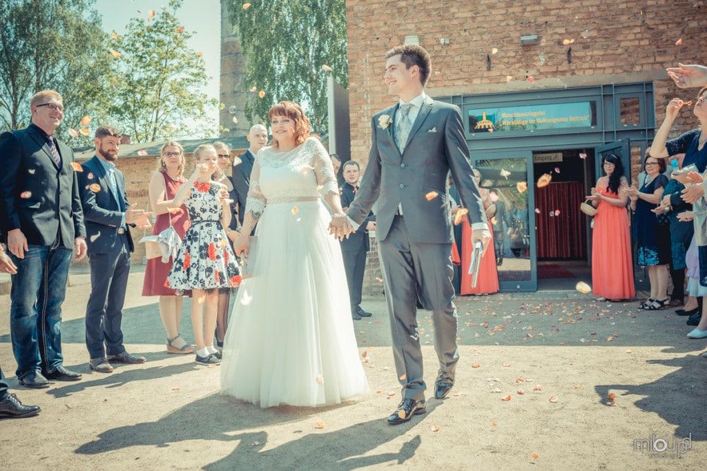 Brautpaar strahlt Janek und Denise - Hochzeitsfotografie - Hochzeit
