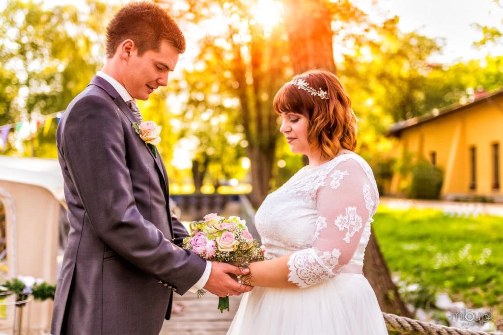 Brautpaar mit Boot und Sonnenuntergang Janek und Denise - Hochzeitsfotografie - Hochzeit