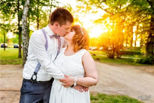 Brautpaar mit Sonnenuntergang Janek und Denise - Hochzeitsfotografie